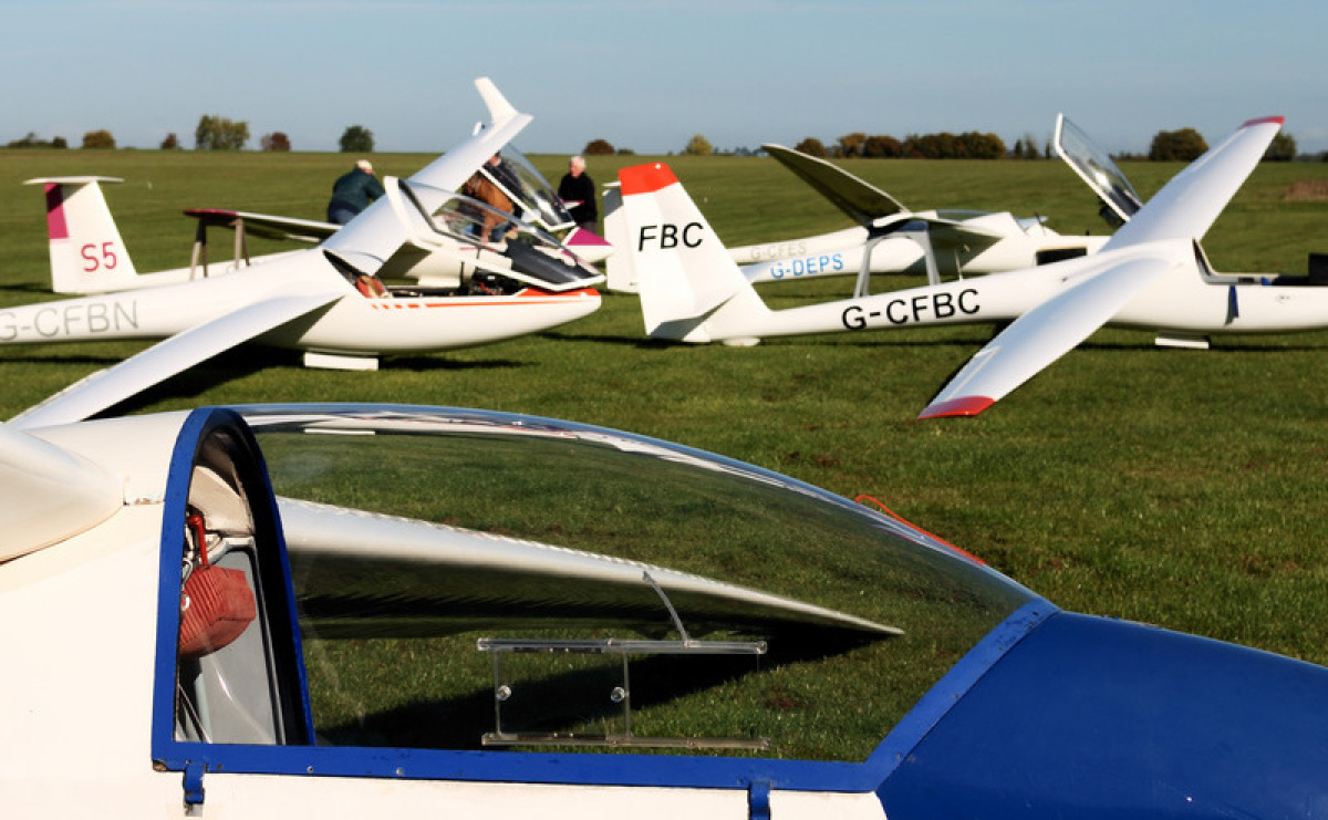 Gliders at Vale Gliding Centre